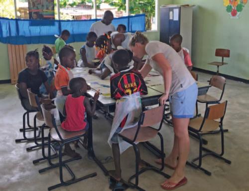 WAK geeft les in Moengo Tapoe